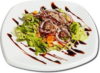 Салат с говядиной гриль