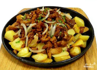 Картофель жареный на шкварках с яйцом