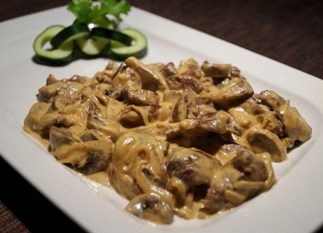 Мясо с грибами со сливочным соусом