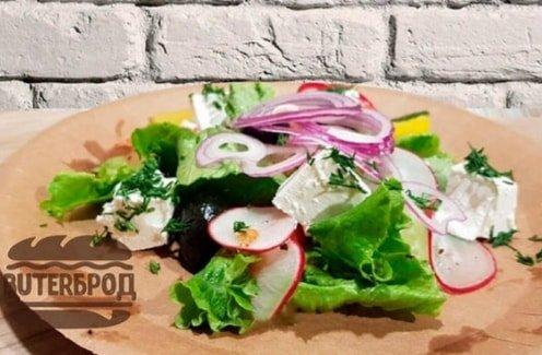 Свежие овощи с сыром